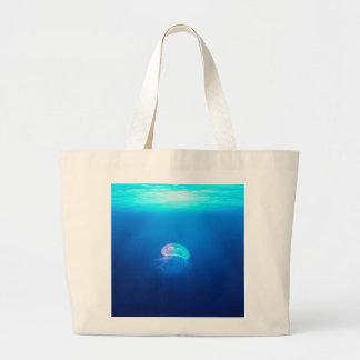 Une méduse grand sac