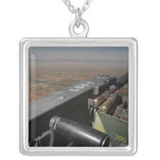 Une mitrailleuse de 50 calibres collier
