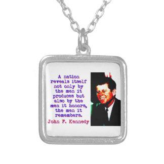 Une nation s'indique - John Kennedy Pendentif Carré