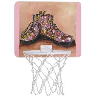 Une paire de Dr. floral Martins Boots Mini-panier De Basket