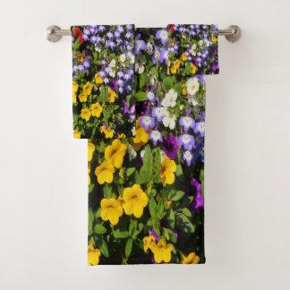 Une pastiche colorée des fleurs d'annuaire d'été