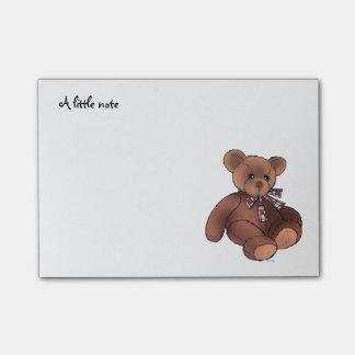 une petite note (jouet brun mignon d'ours de post-it®