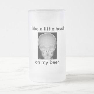 Une petite tête sur ma bière chope givrée