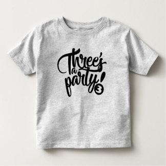 une pièce en t d'anniversaire de la partie de t-shirt pour les tous petits