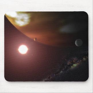 Une planète de géant de gaz satellisant une étoile tapis de souris