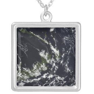 Une plume volcanique de la caldeira de Rabaul Pendentif Carré
