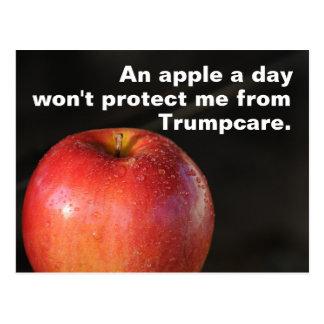 Une pomme par jour pour arrêter Trumpcare ! Soins Carte Postale