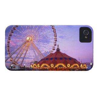 Une roue et un carrousel de ferris au pilier de coques iPhone 4 Case-Mate