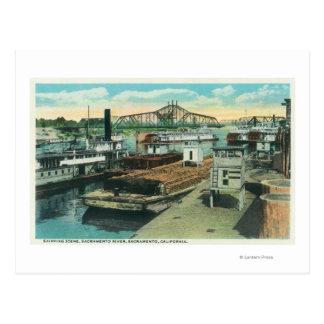 Une scène d'expédition de port sur le fleuve carte postale