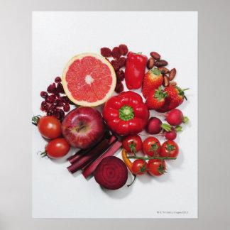 Une sélection des fruits et des légumes rouges posters
