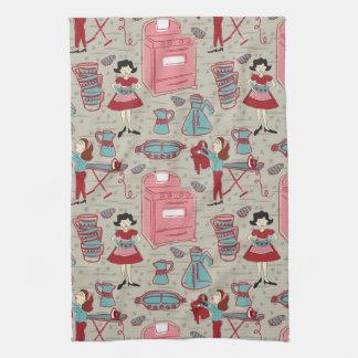 Une serviette de plat heureuse de ménage serviettes éponge