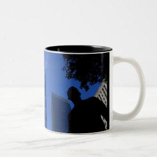 Une tasse de café d'observatoire du monde (tour de