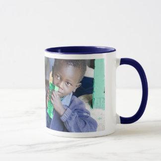 Une tasse pour aider des orphelins de SIDA