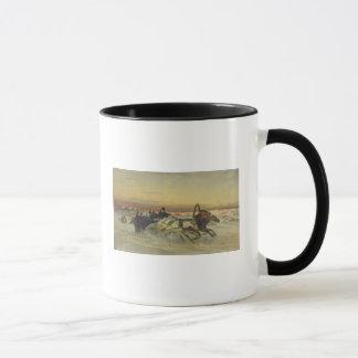 Une troïka galopante d'hiver à l'aube mug