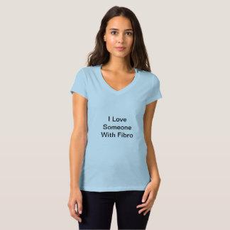 V - amour du cou I quelqu'un avec le T-shirt fibro