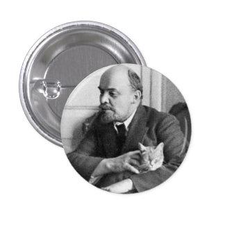 V.I. Lénine choie un chat petit, 1 bouton rond de Pin's