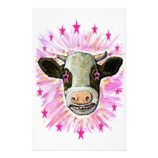 Vache avec des étoiles dans ses yeux papier à lettre