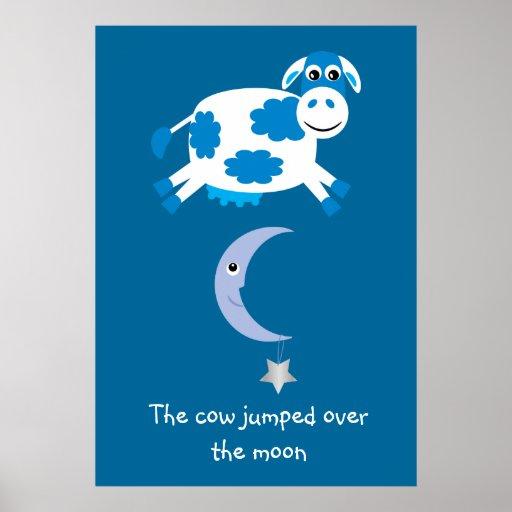 Vache bleue mignonne sautée au-dessus de la lune affiches