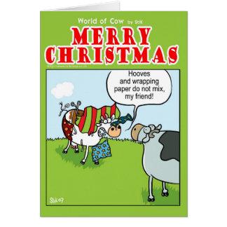 Vache contre le papier d'emballage carte de vœux