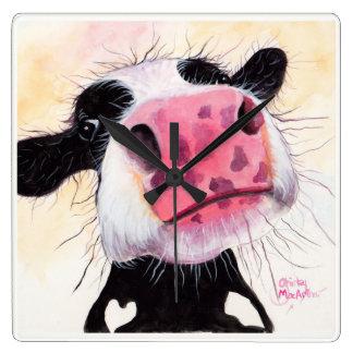 """Vache fouineuse """"myrtille de Betty"""" par Shirley Horloge Carrée"""