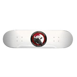Vache heureuse à chapeau de Père Noël d'année de M Skateboards Personnalisés