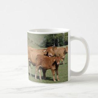 Vache léchant son veau mug blanc