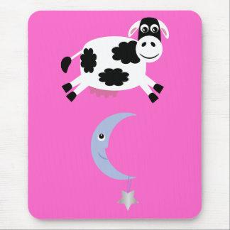 Vache mignonne sautant par-dessus la lune tapis de souris