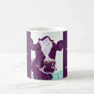 Vache pourpre très probablement contemplant la mug