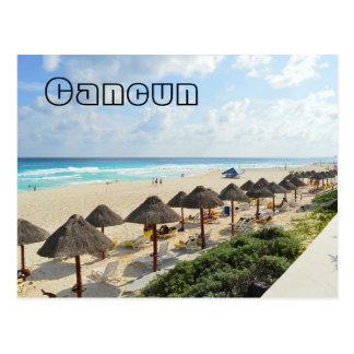 Vagues côtières de plage de Cancun de touristes Carte Postale