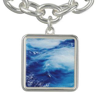Vagues d'eau bleue dans l'océan bracelets