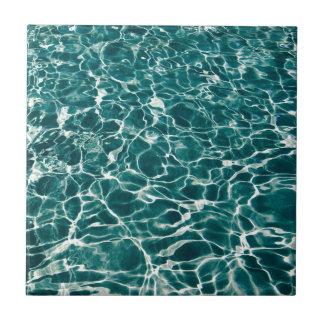 Vagues fraîches de piscine petit carreau carré
