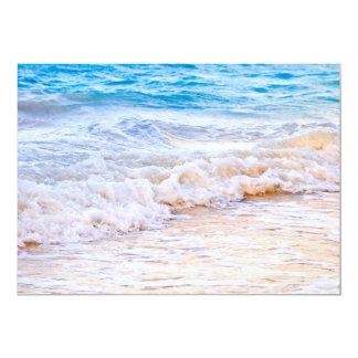 Vagues se cassant sur le rivage tropical carton d'invitation  12,7 cm x 17,78 cm