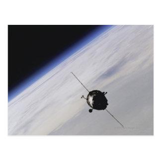 Vaisseau spatial dans l'espace extra-atmosphérique carte postale