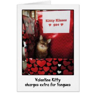 Valentine Kitty embrassant la carte de voeux de