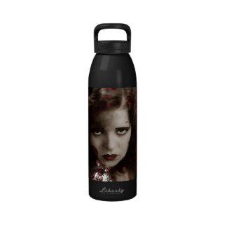 Vamp dans la dentelle rouge bouteille d'eau réutilisable