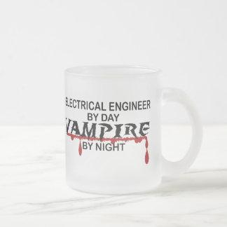 Vampire d'ingénieur électrique par nuit mug en verre givré