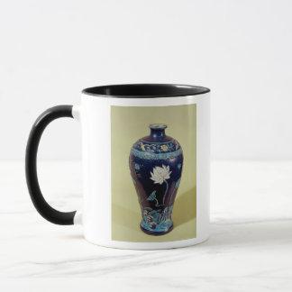Vase à Ming avec la décoration de trois couleurs Tasse