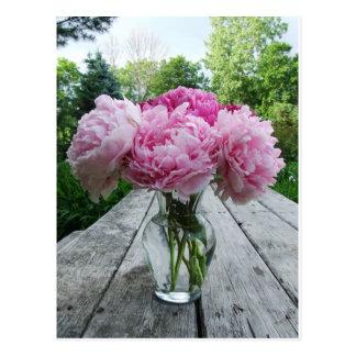 Vase de pivoines roses carte postale
