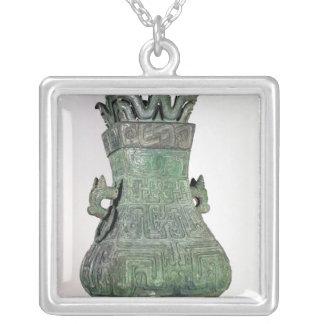 """Vase rituel à """"HU"""", Dynast de Chou Pendentif Carré"""