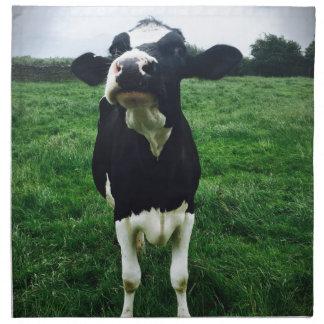 Veau mignon d'animal de ferme de vache serviettes en tissus