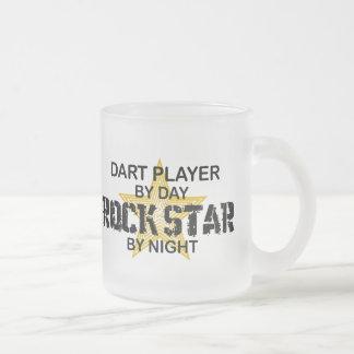 Vedette du rock de joueur de dard par nuit mug en verre givré