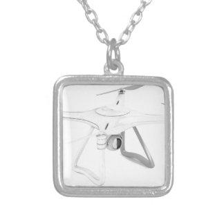 Véhicule aérien téléguidé (bourdon) pendentif carré