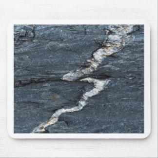 Veines de calcite en schistes noirs tectonized tapis de souris