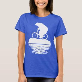 Vélo d'équitation d'ours blanc sur le T-shirt des