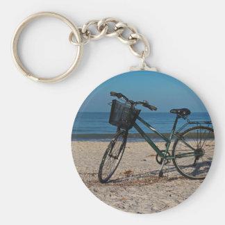 Vélo sur la plage aux pieds nus II Porte-clés