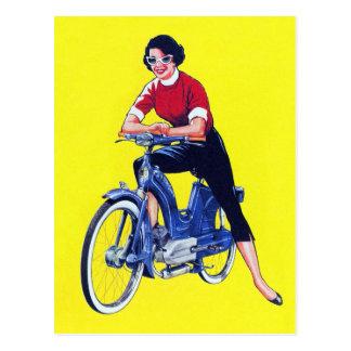 Vélomoteur vintage gallon de moto de femmes de les carte postale