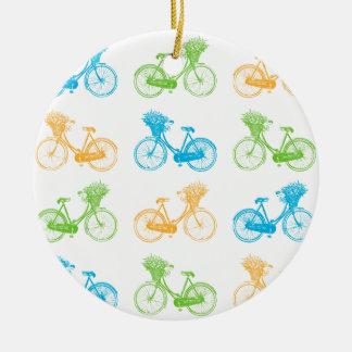 Vélos vintages avec le panier du mur coloré de ornement rond en céramique