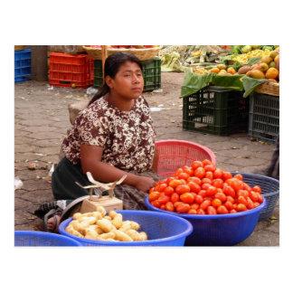 Vendeur guatémaltèque du marché carte postale