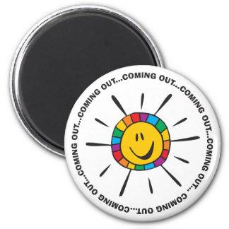 Venez visages souriants. magnet rond 8 cm