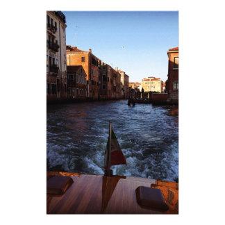 Venise en le bateau papier à lettre customisé